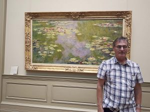 roymunday, artist, in front of a claude monet paintings, waterlillies, metropolitan museum, new york