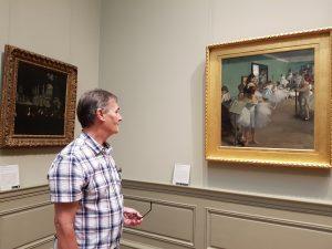 roy munday, artist, looking at a dagas painting, new york metropolitan museum